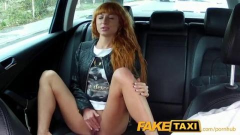 Чешскую проститутку в фейк такси жестко трахнул водитель
