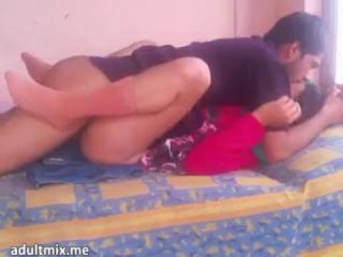 Муж с женой устроили в постели узбекский секс